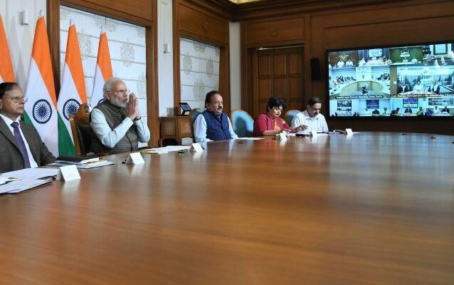 प्रधानमंत्री नरेन्द्र मोदी ने डॉक्टरों और स्वास्थ्य देखभाल पेशेवरों के प्रतिनिधियों के साथ विडियों कांफ्रेसिंग की