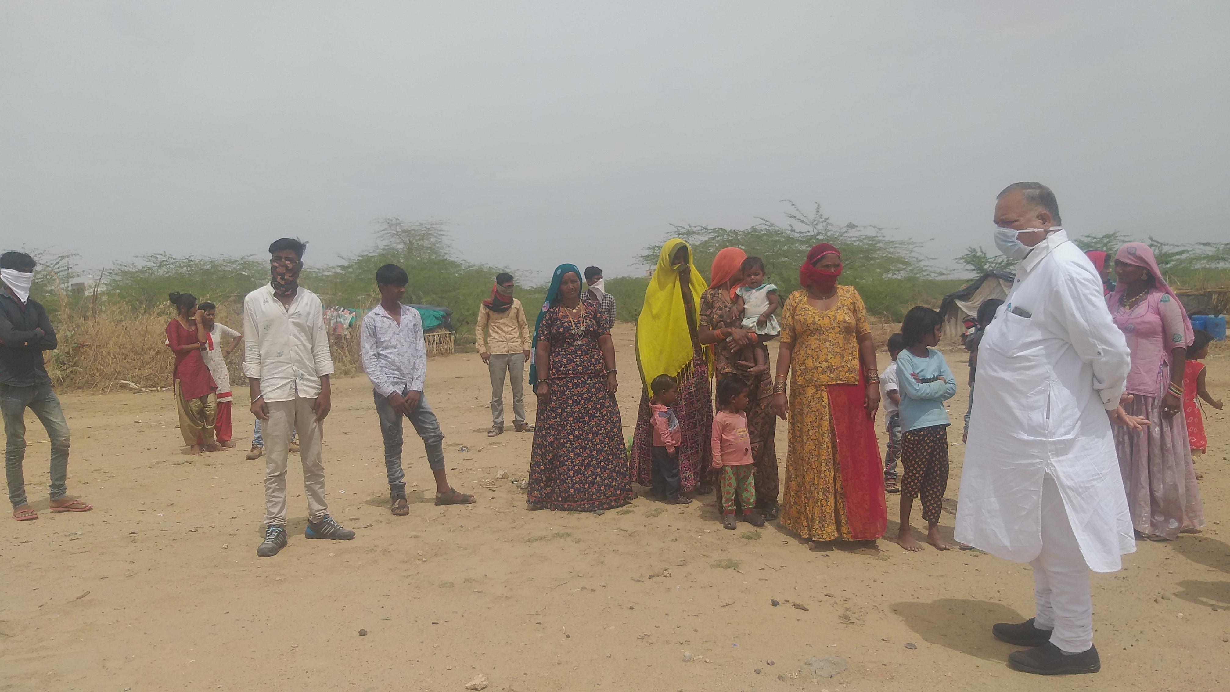 मजदूर परिवार भुखमरी के कगार पर खड़े