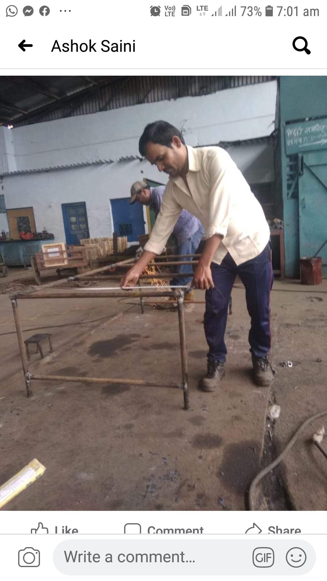 माल डिब्बा मरम्मत कारखाना में मरीज बेड़ बनाने एवं सेनाटाईजर का कार्य युद्घ स्तर पर