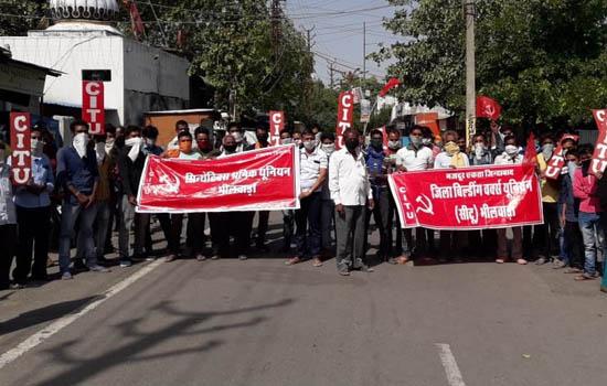केन्द्रीय श्रम संगठनों के आव्हान पर किया प्रदर्शन - ज्ञापन दिया