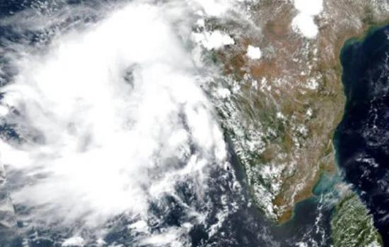 चक्रवात निसर्ग महाराष्ट्र तट से टकराया