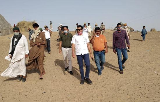 जिला कलक्टर ने एसपी और अन्य अधिकारियों की टीम के साथ किया सीमावर्ती क्षेत्रों का दौरा