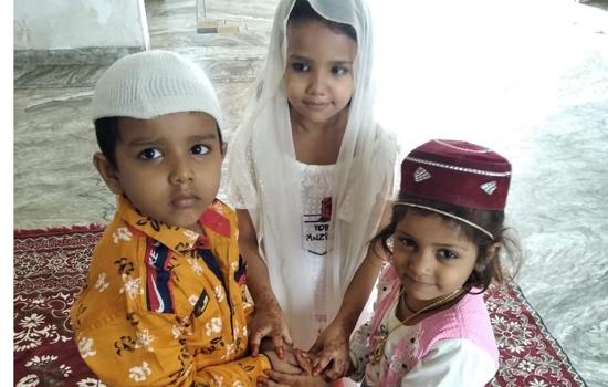 मुस्लिम समुदाय ने सादगी से मनाई ईद, घरों में हुई कुर्बानी की रस्म