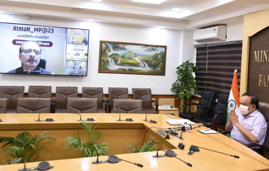 डॉ हर्ष वर्धन का स्वास्थ्य विषय पर मध्य प्रदेश के मुख्य मंत्री से वर्चुअल रूप से विचार विमर्श किया