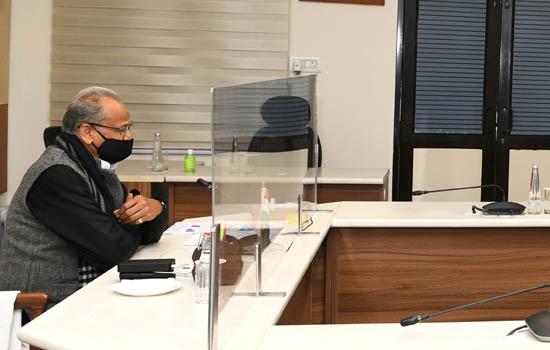 कोरोना वैक्सीनेशन के बारे में लोगों को निरन्तर जागरूक किया जाए  : मुख्यमंत्री