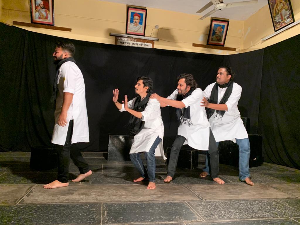 विकास के नाम पर विनाश की कहानी बयां करता है नाटक ''जीवन की दुकान''