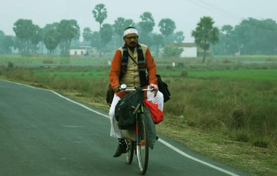 साइकिल से स्कूल जाते अभिनेता हैदर काजमी की तस्वीर वायरल