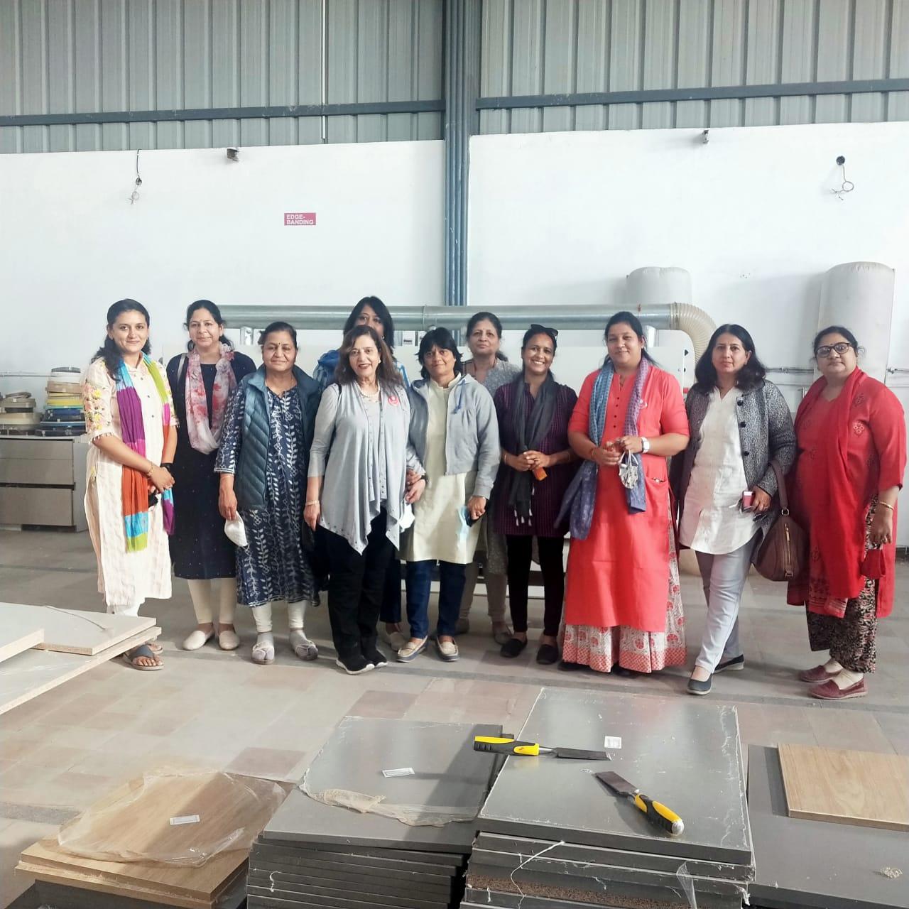 9 रेडियंट फर्नीचर फेक्ट्री का दौरा किया महिला उद्यमियों नें