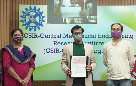 केंद्रीय यांत्रिक अभियांत्रिकी अनुसंधान संस्थान ने ऑक्सीजन कंसेन्ट्रेटर प्रौद्योगिकी और हाई फ्लो रेट आयरन रिमूवल संयंत्र टेक्नोलॉजी का हस्तांतरण किया
