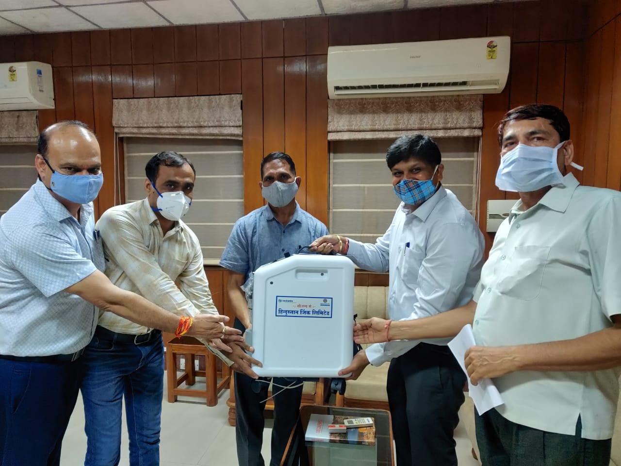 हिन्दुस्तान जिं़क ने जिले को उपलब्ध कराएं 90 ऑक्सीजन कंसंट्रेटर
