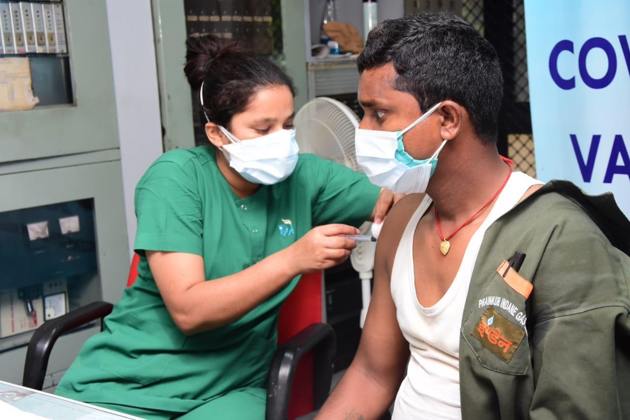 इंडियनऑयल उत्तरी क्षेत्रीय कार्यालय ने चलाया फ्रंटलाइन वर्कफोर्स की सुरक्षा के लिए कोविड -19 के खिलाफ कार्यस्थल पर मिशन टीकाकरण