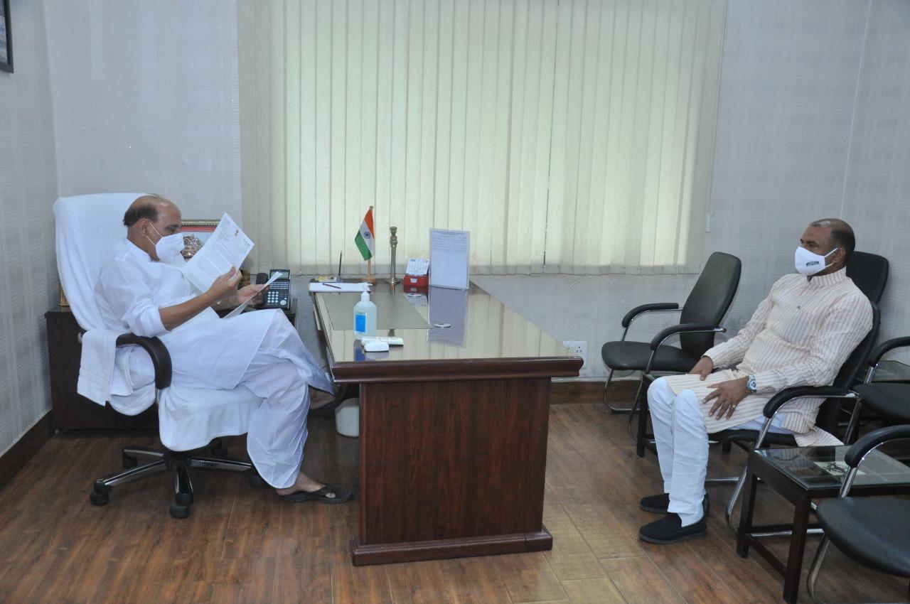 चित्तौड़गढ़ सांसद सी.पी.जोशी ने की रक्षा मंत्री राजनाथ सिंह से भेंट