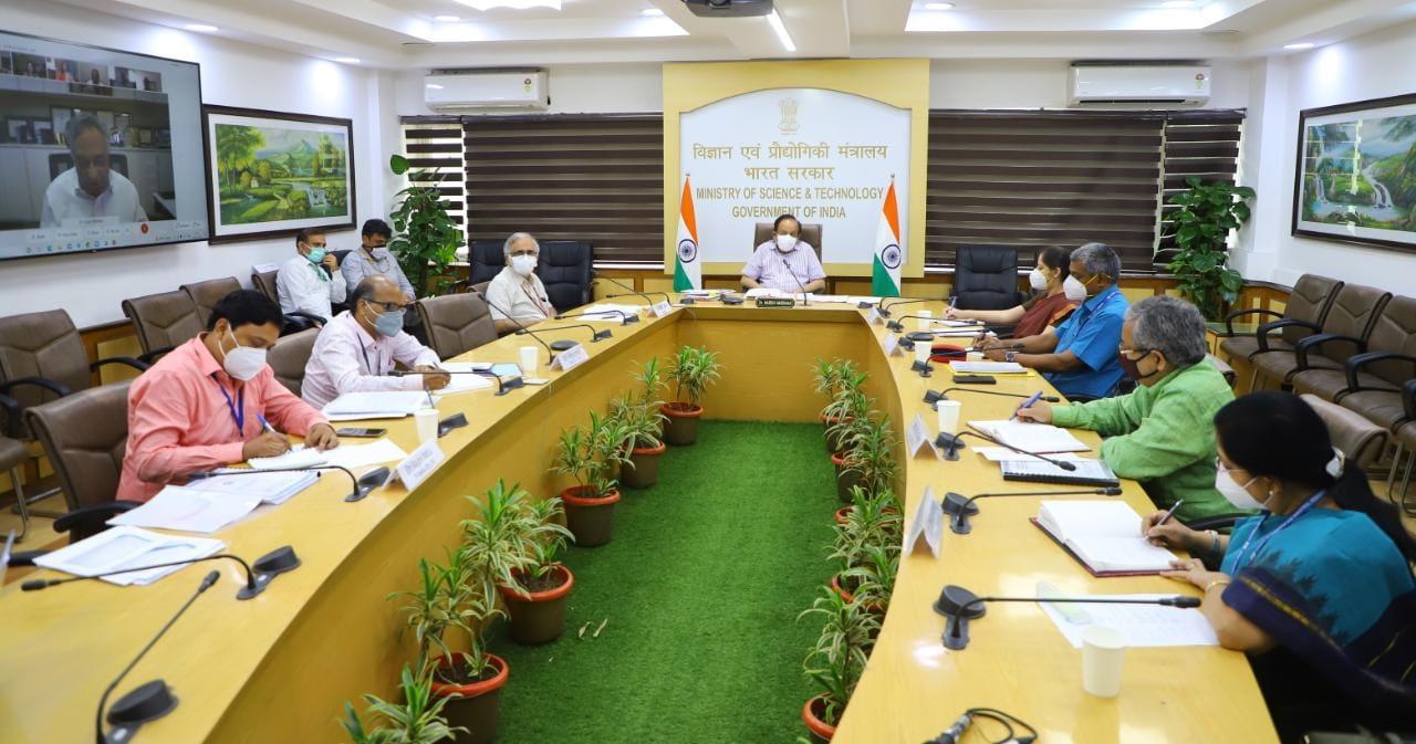 केन्द्रीय मंत्री डॉ. हर्ष वर्धन की सीएसआईआर का सहयोग बढ़ाने के लिए ढांचा विकसित करने की सिफारिश