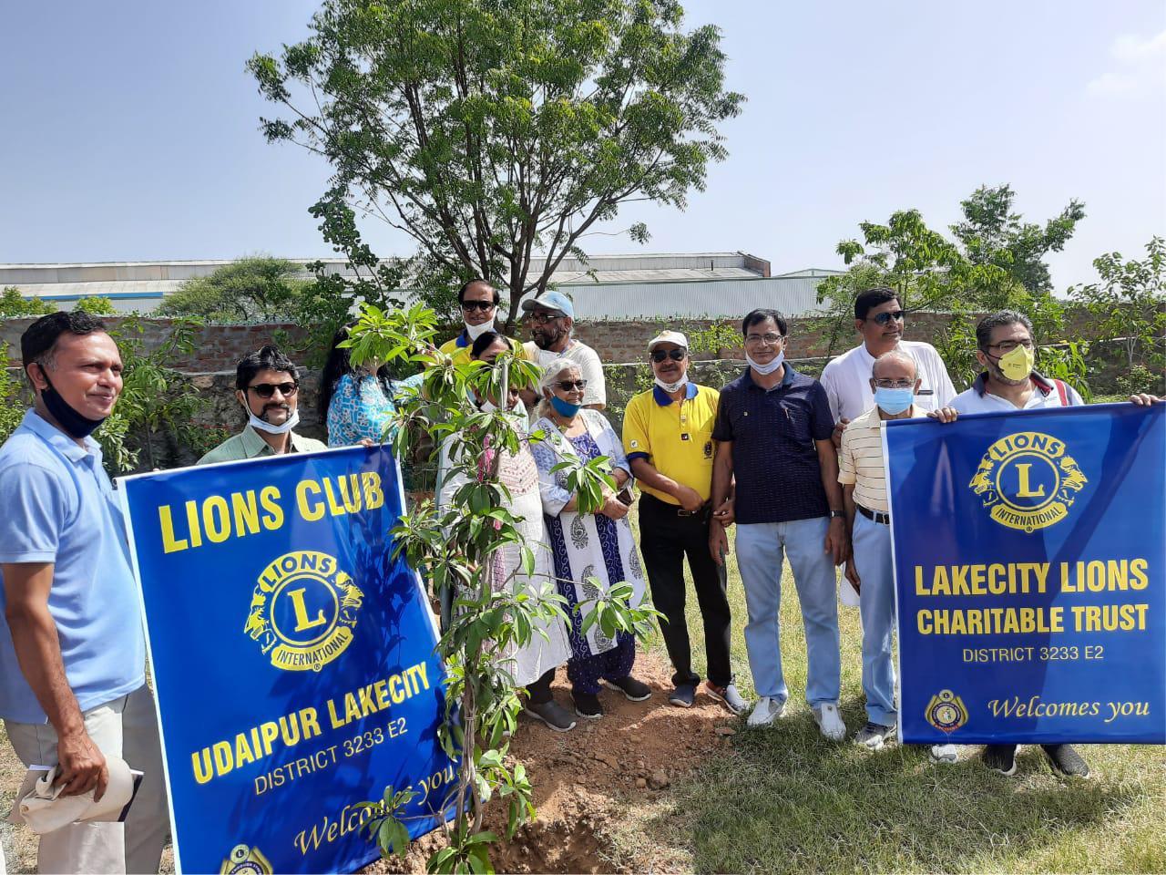लॉयन्स क्लब लेकसिटी ने किया वृक्षारोपण