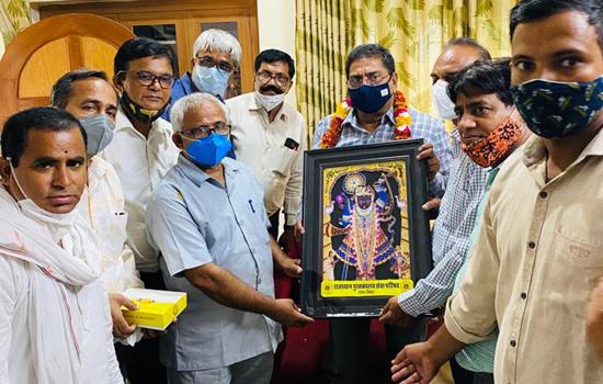 राजस्थान पुस्तकालय सेवा परिषद द्वारा भाषा एवं पुस्तकालय विभाग के मंत्री जी का किया अभिनंदन