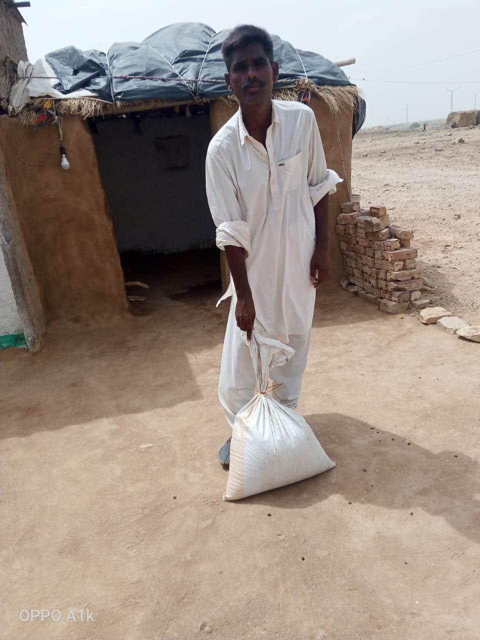 जरूरतमंद परिवारों को खाद्यान्न पैकेट्स वितरण