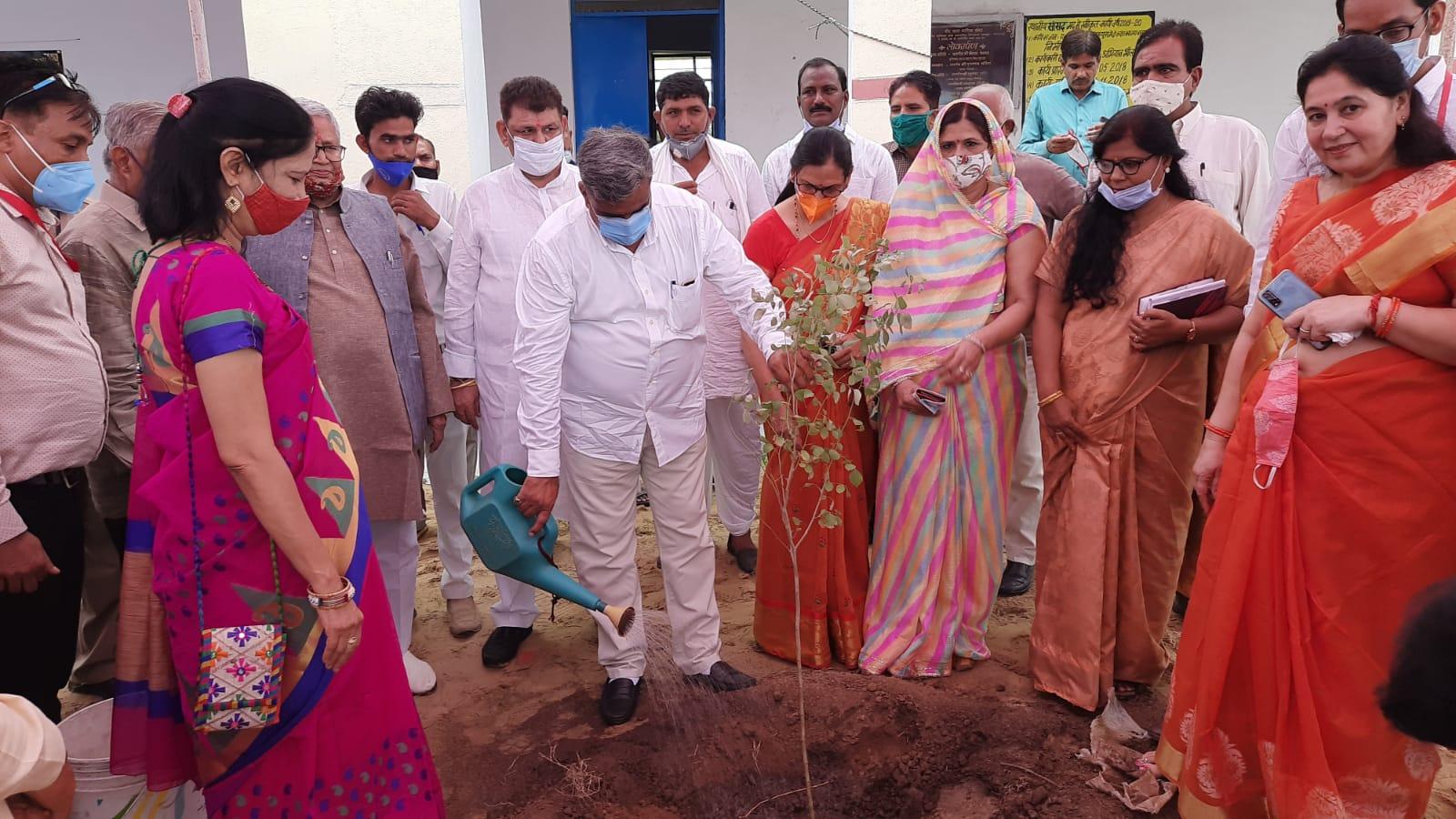 कृषि मंत्री लालचंद कटारिया व पूर्व विस अध्यक्ष कैलाश मेघवाल ने शाहपुरा में कक्षा कक्ष का किया लोकार्पण
