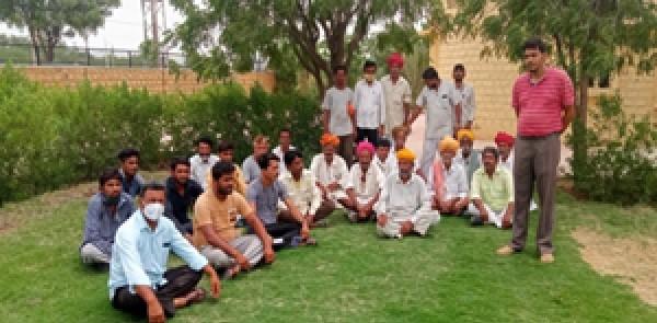 फसलों की पैदावार बढ़ाने के लिए किसानों को दिया गया प्रशिक्षण