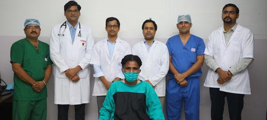 40 वर्षीय रोगी के किडनियों के ऊपर स्थित दुर्लभ ट्यूमर का हुआ सफल इलाज