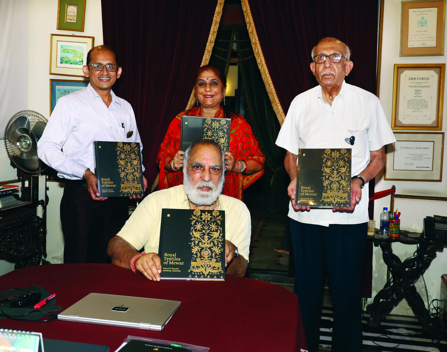 'रॉयल टेक्सटाइल्स ऑफ मेवाड' पुस्तक का श्रीजी अरविन्द सिंह मेवाड ने किया विमोचन